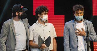 DELACUEVA tras recoger la categoría a Mejor Grupo en los pasados 22º Premios de la Música Aragonesa. Foto de Ángel Burbano.