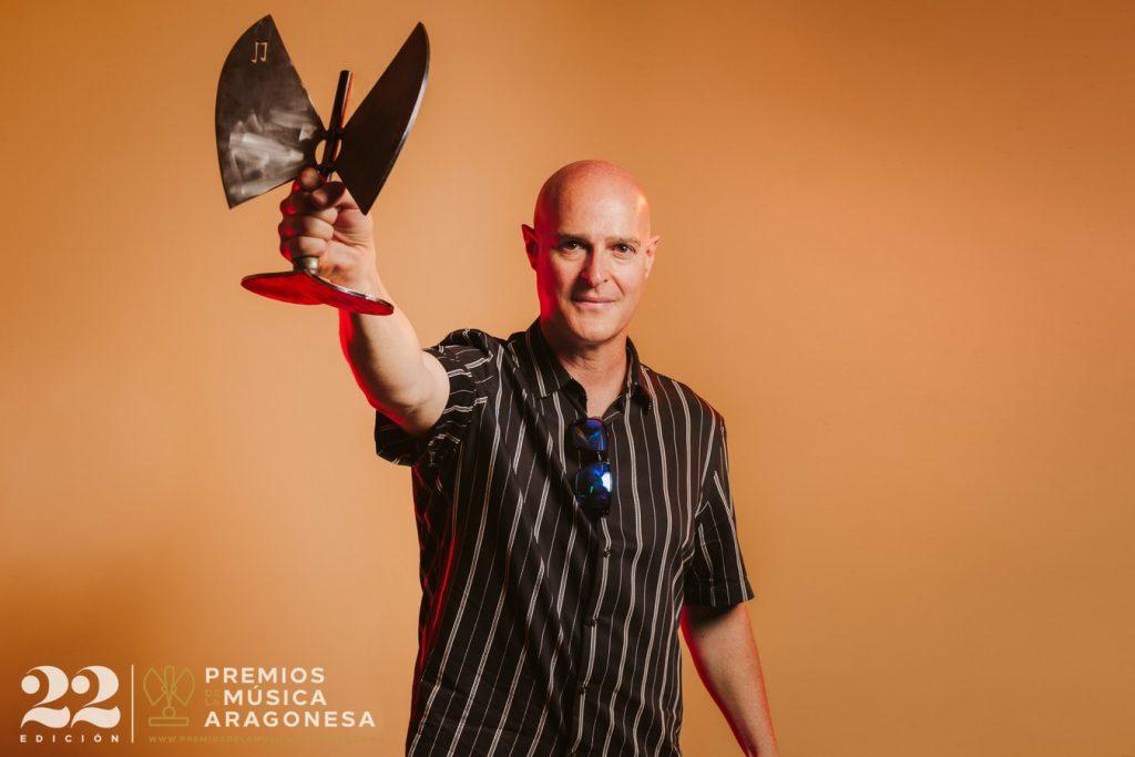 Richi Martínez, en nombre de Joaquín Carbonell. 22º Premios de la Música Aragonesa. Foto, Jal Lux