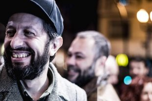 Chelis en la entrada de los 19º Premios de la Música Aragonesa. Foto de Marcos Cebrián.