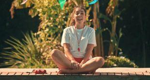 Imagen del videoclip 'Helado' de Indios y Banqueros