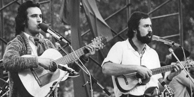 Javier Maestre (con barba) con La Bullonera en la primera fiesta del PCE de Madrid de1978.