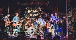 The Kleejoss Band en el Rock & Blues con la gente sentada antes de la fase 1. Foto de Jaime Oriz.